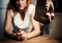 Segítség bántalmazott nőknek a Facebook-on